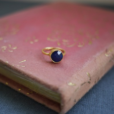 GEM RING: Round Sapphire