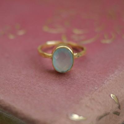 GEM RING: Oval Aqua Chalcedony