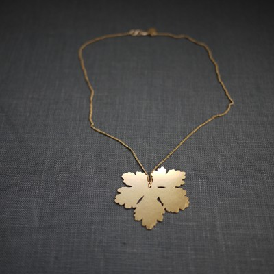 Geranium Necklace